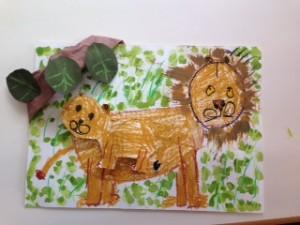 かわいい子どものライオンも描きました。 「ホテルにお肉を食べに行こう!」って親子でお話しているそうです☺