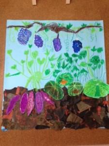 「秋の実り」(4人で制作) とっても迫力がある作品ができました。空に伸びる葉っぱが生き生きを描けています!