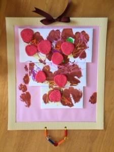 まめ1「大きなケーキ」 ピンクはイチゴ味。紫はブドウ味。茶色はチョコレートソース。 いろいろ想像しながら作りました。